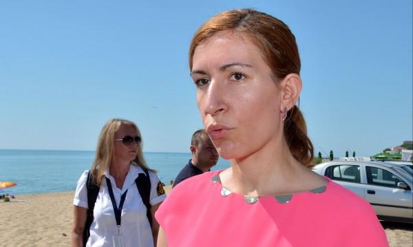 Недоразумението Ангелкова харчи държавните пари за глупости*